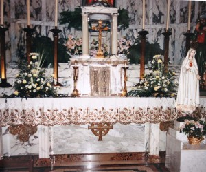 Large marble altar was donated by Men's Lyceum in 1944