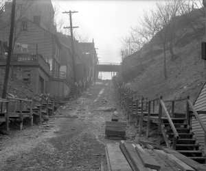 1914 - Rialto St. (Pig Hill) in Troy Hill, where a sewer line is visible through the dirt   715.148713.CP **